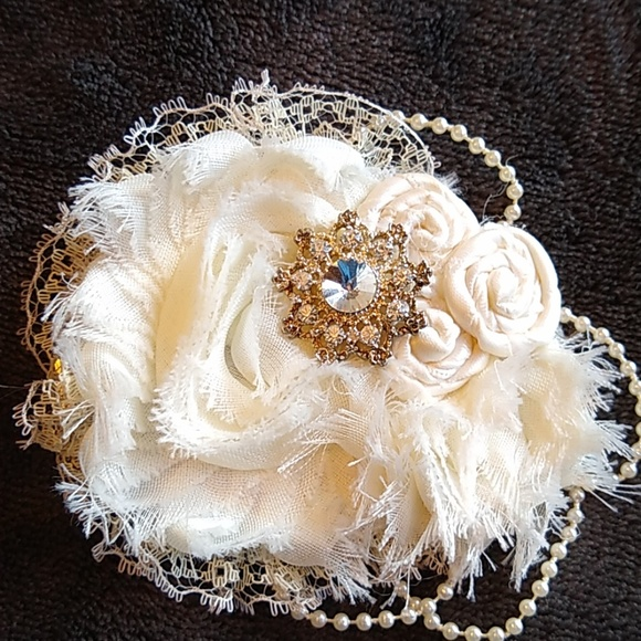Accessories - Ivory hair piece 👰